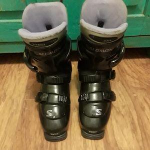 Women's Salomon Ski Boots Sz 7